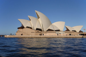 Sydney_opera_house_side_view_wikipedia